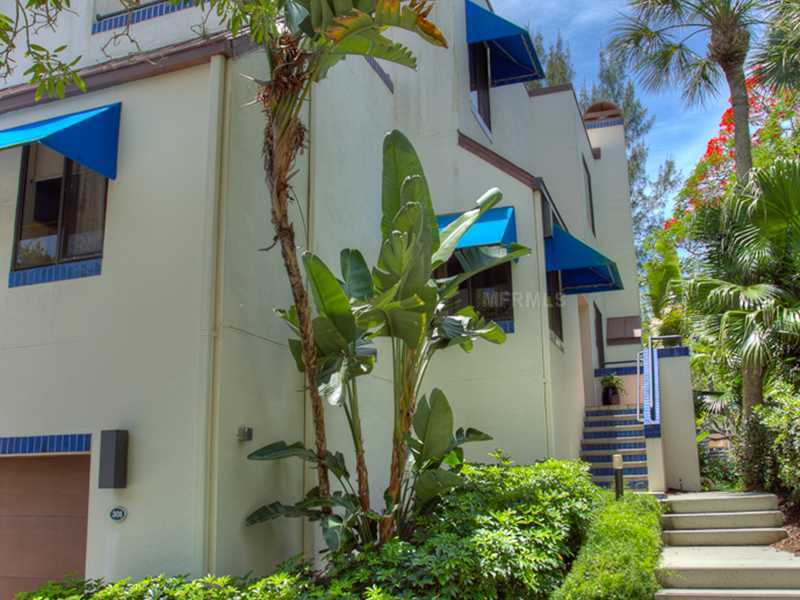 Photo of home for sale at 1906 HARBOURSIDE DRIVE, Longboat Key FL